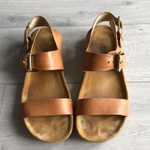 Ultra comfy leather Michael Kors sandals